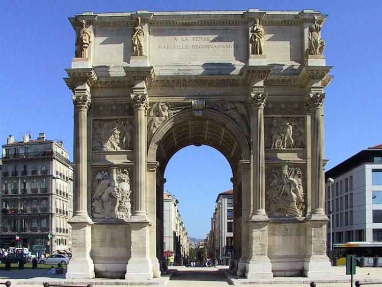 Триумфальная арка Портд'Экс (Porte d'Aix) в Марселе - достопримечательности Марселя, Франция