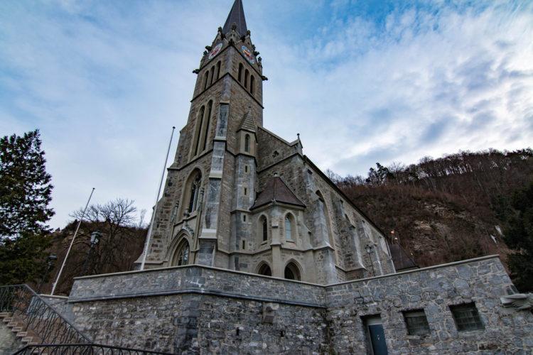 Кафедральный собор Вадуца (Собор Святого Флорина) - достопримечательности Лихтенштейна