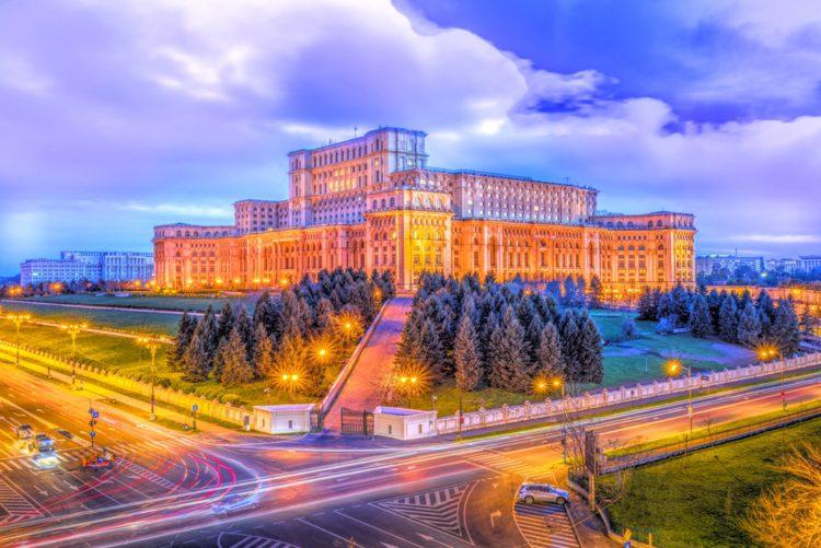 Дворец Парламента - достопримечательности Бухареста