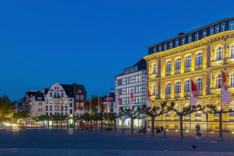 Площадь Бургплац - достопримечательности Дюссельдорфа