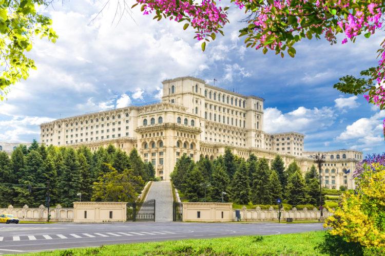Дворец Парламента в Бухаресте - достопримечательности Румынии