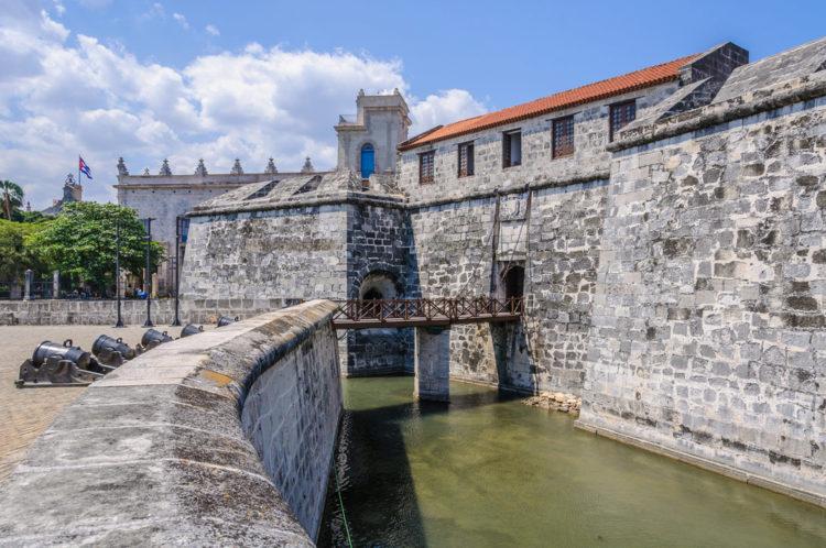 Плаза де Армас - достопримечательности Кубы