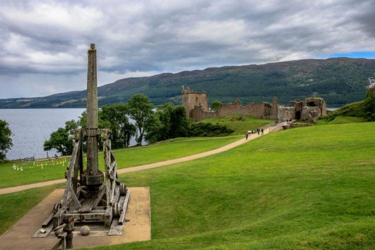 Замок Уркухарт - достопримечательности Шотландии