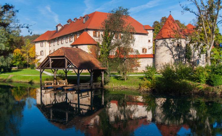Замок Оточец - достопримечательности Словении