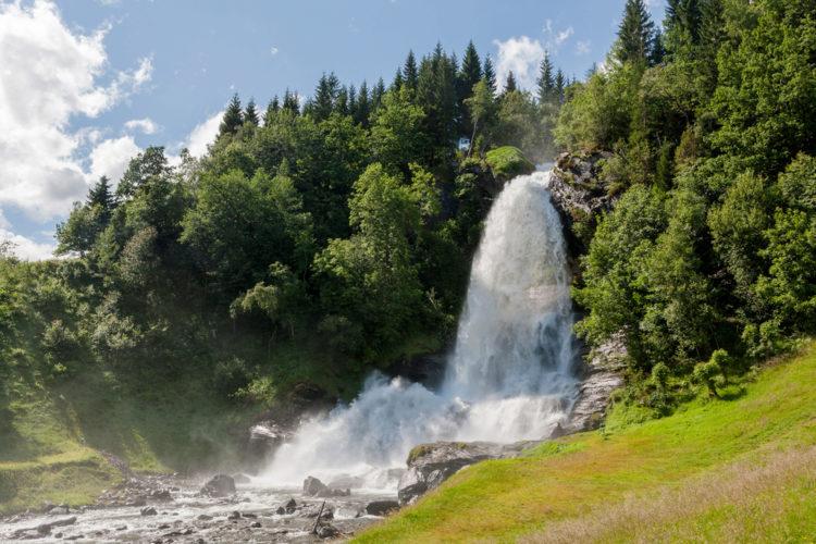 Стейнсдальсфосс - достопримечательности Норвегии