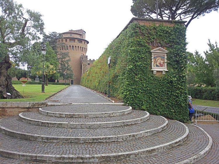 Леонинская стена - достопримечательности Ватикана