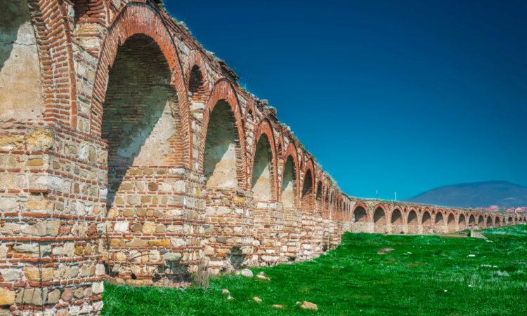 Древний акведук Визбегово - достопримечательности Македонии