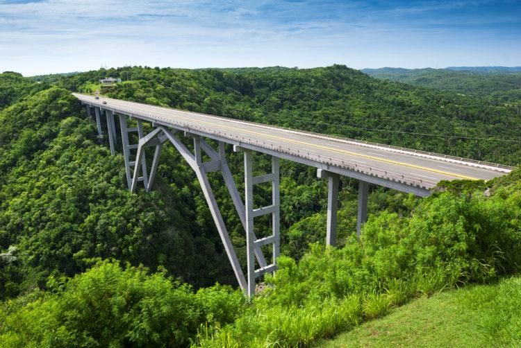 Мост Бакунаягуа - достопримечательности Кубы