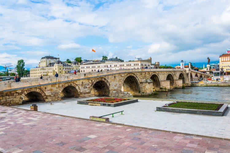 Каменный мост в Скопье - достопримечательности Македонии