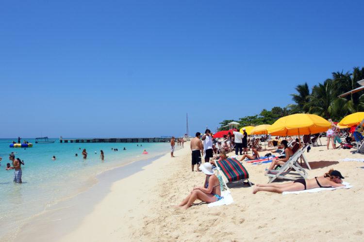 Пляж Докторз Кейв - достопримечательности Ямайки