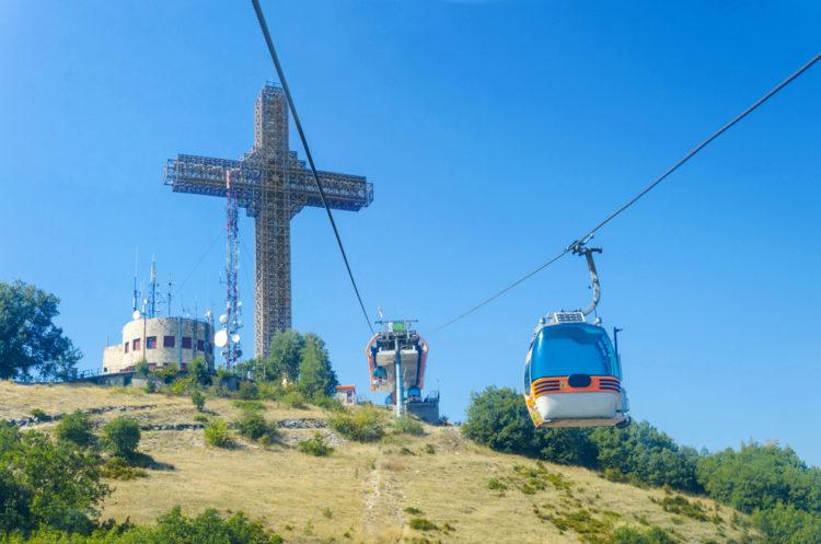 Крест Тысячелетия в Скопье - достопримечательности Македонии