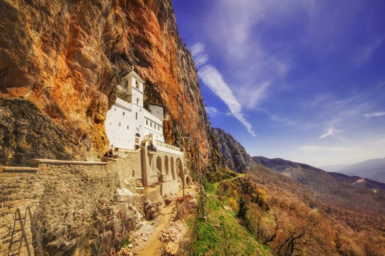 Монастырь Острог - достопримечательности Черногории
