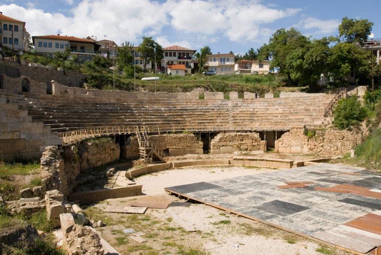 Античный амфитеатр Охрида - достопримечательности Македонии