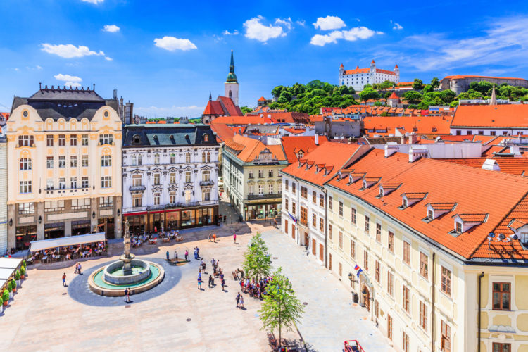 Главная площадь Братиславы - достопримечательности Словакии