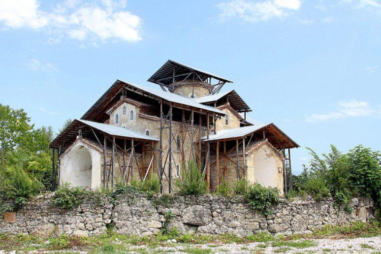 Лыхненский храм - достопримечательности Абхазии