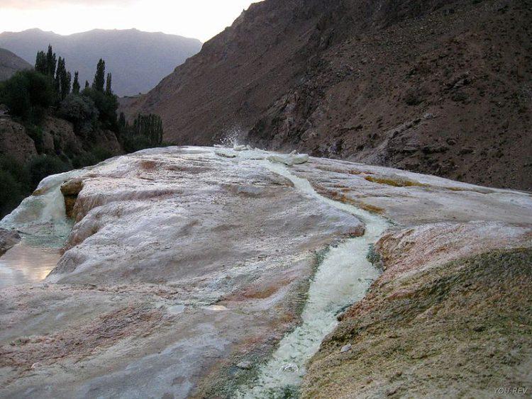 Горячий источник Гармчашма - что посмотреть в Таджикистане