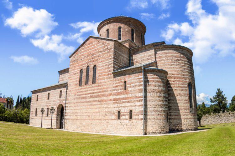 Патриарший собор в Пицунде - достопримечательности Абхазии