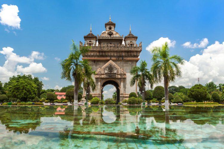 Триумфальная арка Патусай - достопримечательности Лаоса
