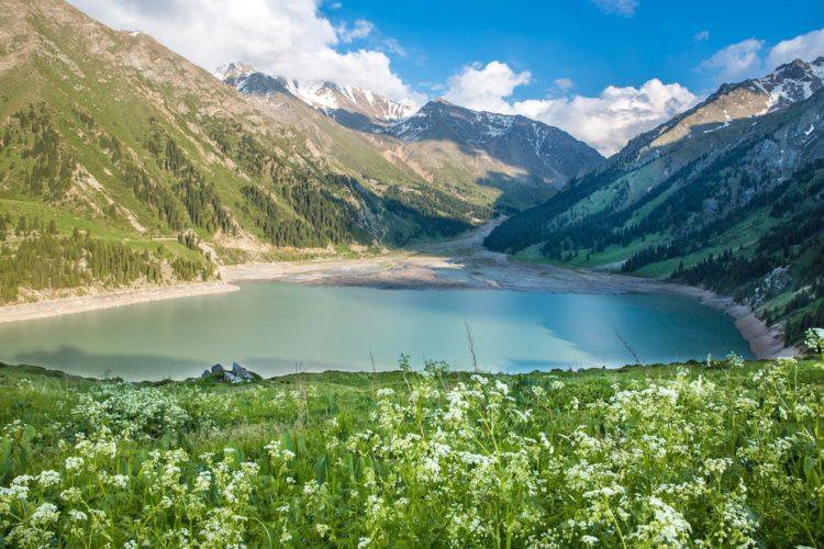 Большое Алматинское озеро - достопримечательности Казахстана