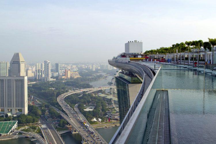 Смотровая площадка отеля Marina Bay Sands - Что посмотреть в Сингапуре