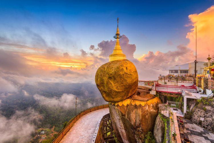 Пагода Чайттийо (Золотой Камень) - достопримечательности Мьянмы