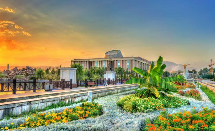 Национальный музей Таджикистана - достопримечательности Таджикистана
