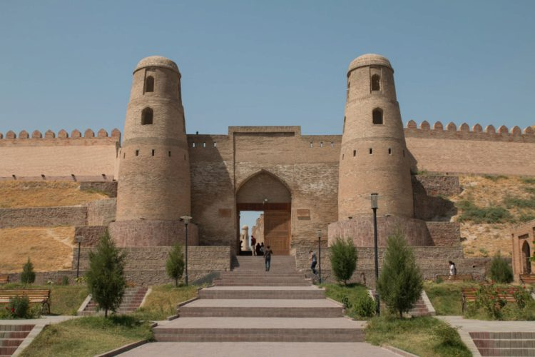 Гиссарская крепость - достопримечательности Таджикистана