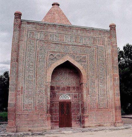 Мавзолей Гумбез Манаса - достопримечательности Киргизии