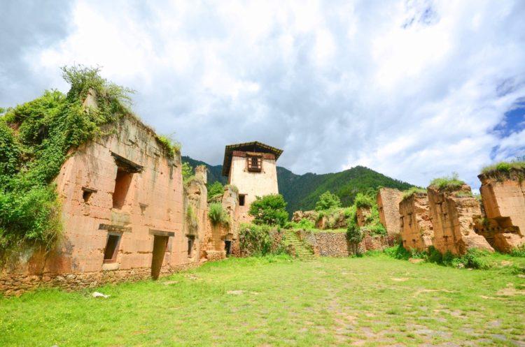 Крепость Друкгьял-дзонг - достопримечательности Бутана