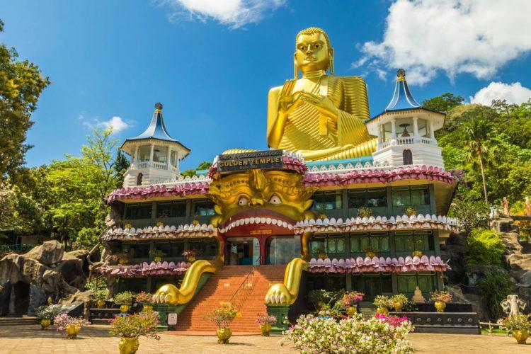 Золотой храм Дамбулла - достопримечательности Шри-Ланки