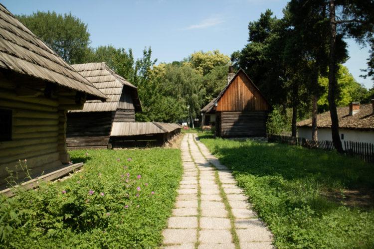 Этнографический музей Дмитрия Густи - достопримечательности Бухареста