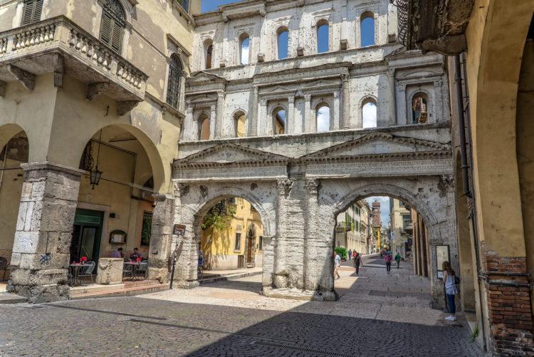 Порта-Борсари - достопримечательности Вероны