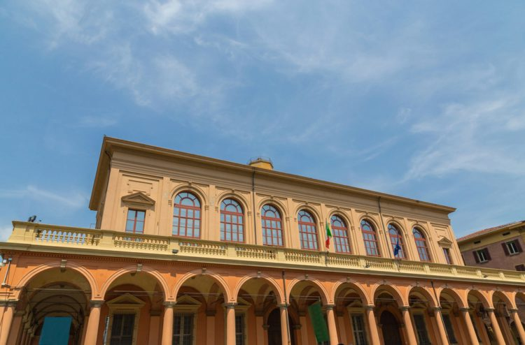 Оперный театр Комунале - достопримечательности Болоньи