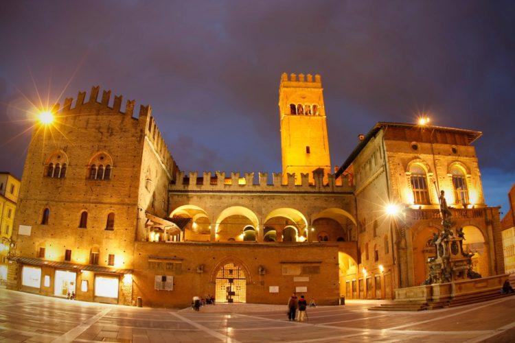 Площади Маджоре и Нептуна - достопримечательности Болоньи