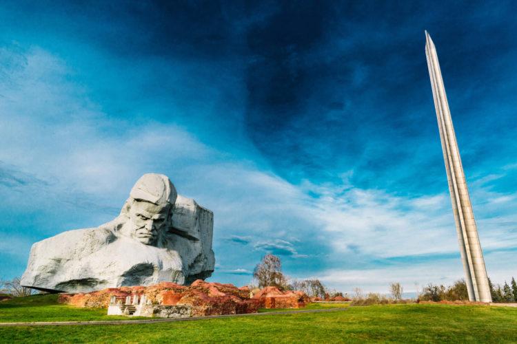 Монумент «Мужество» - достопримечательности Бреста