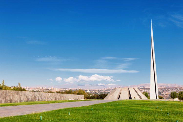 Мемориальный комплекс Цицернакаберд - достопримечательности Еревана