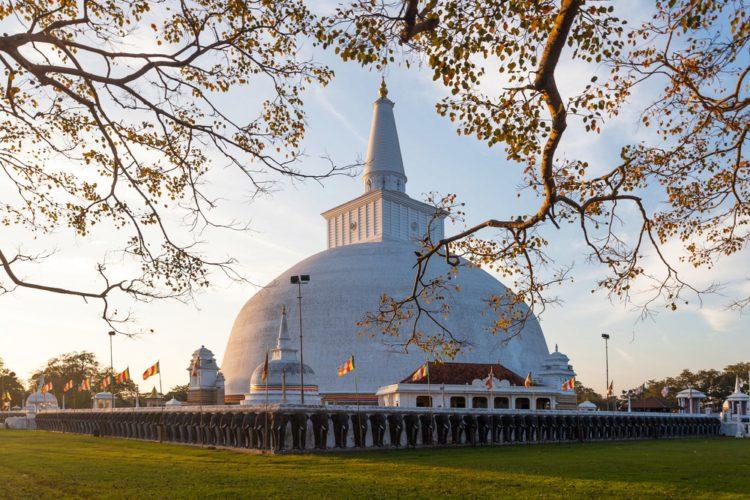 Священный город Анурадхапура - достопримечательности Шри-Ланки
