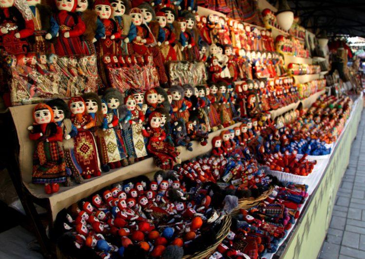 Блошиный рынок «Вернисаж» - достопримечательности Еревана