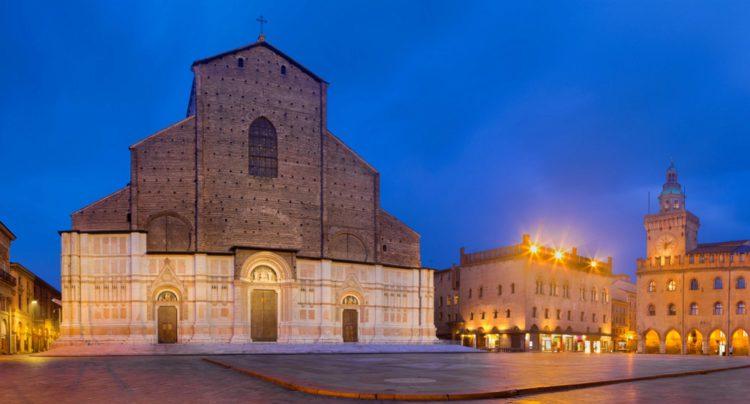 Базилика Сан-Петронио - достопримечательности Болоньи