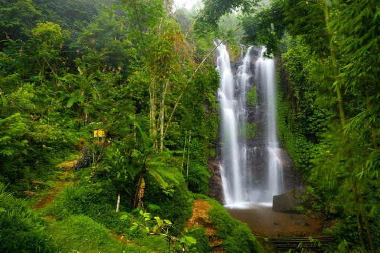 Водопад Мундук - достопримечательности Бали