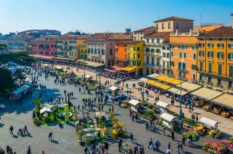 Площадь Пьяцца Бра - достопримечательности Вероны