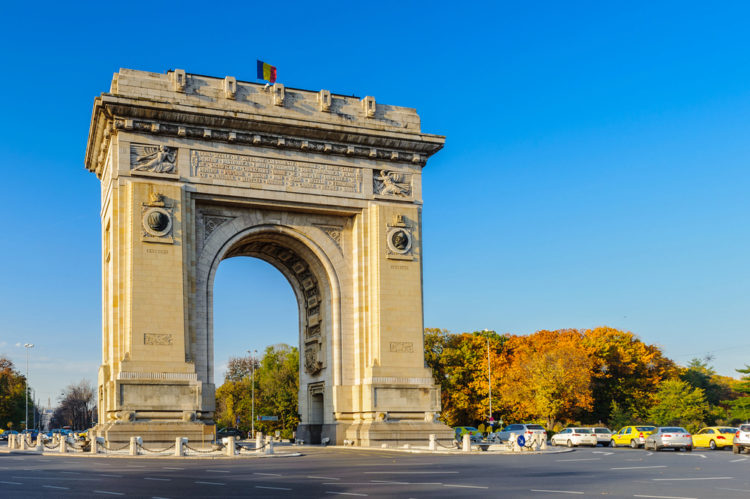 Триумфальная арка - достопримечательности Бухареста