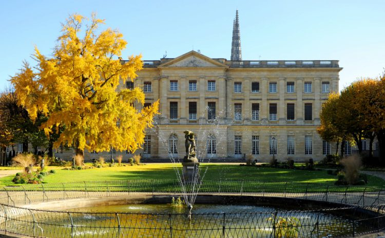 Дворец Роган - достопримечательности Бордо
