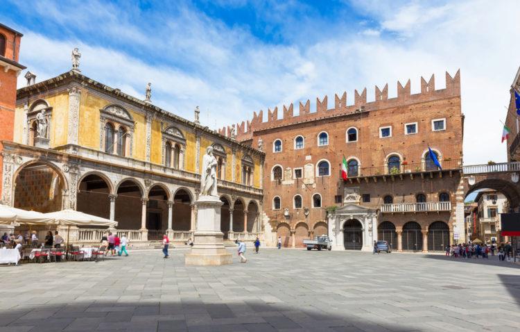 Площадь Синьории - достопримечательности Вероны