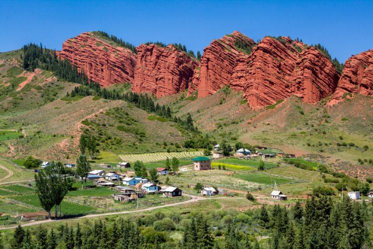 Ущелье Джеты Огуз - достопримечательности Киргизии