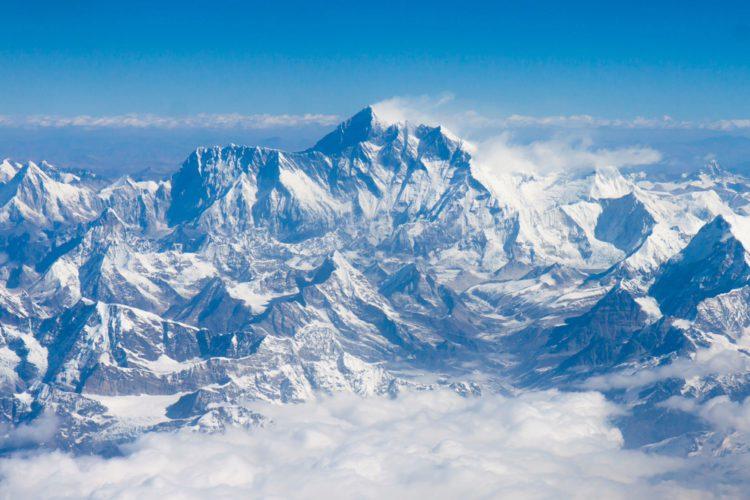 Горная вершина Джомолунгма (Эверест) - достопримечательности Непала