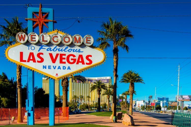 Знак «Добро пожаловать в сказочный Лас-Вегас» - достопримечательности Лас-Вегаса