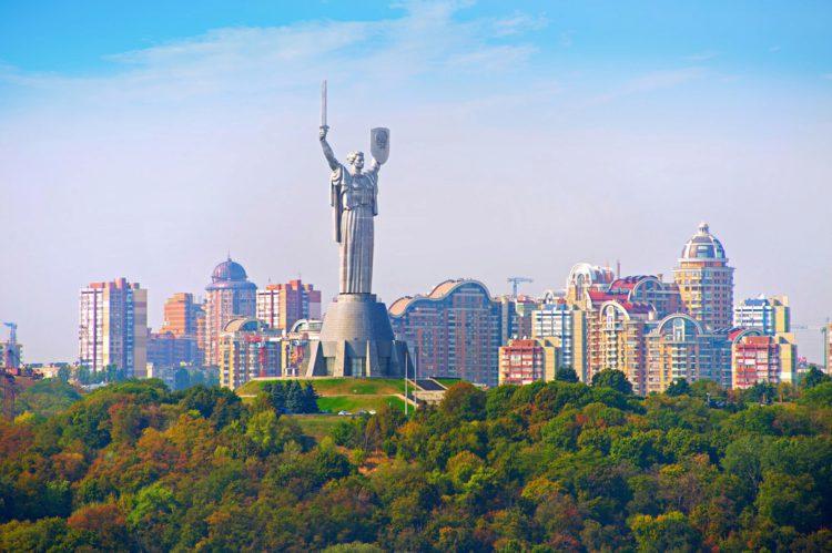 Родина-мать - достопримечательности Киева