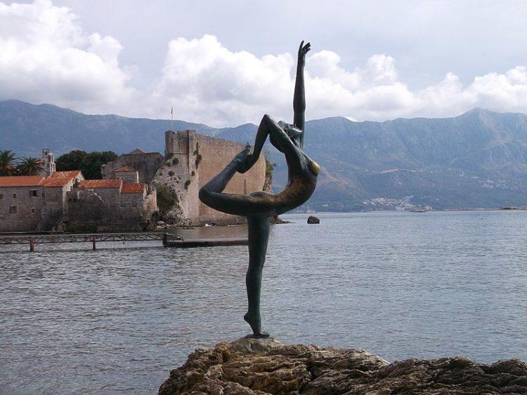 Скульптура «Танцовщица из Будвы» - достопримечательности Будвы