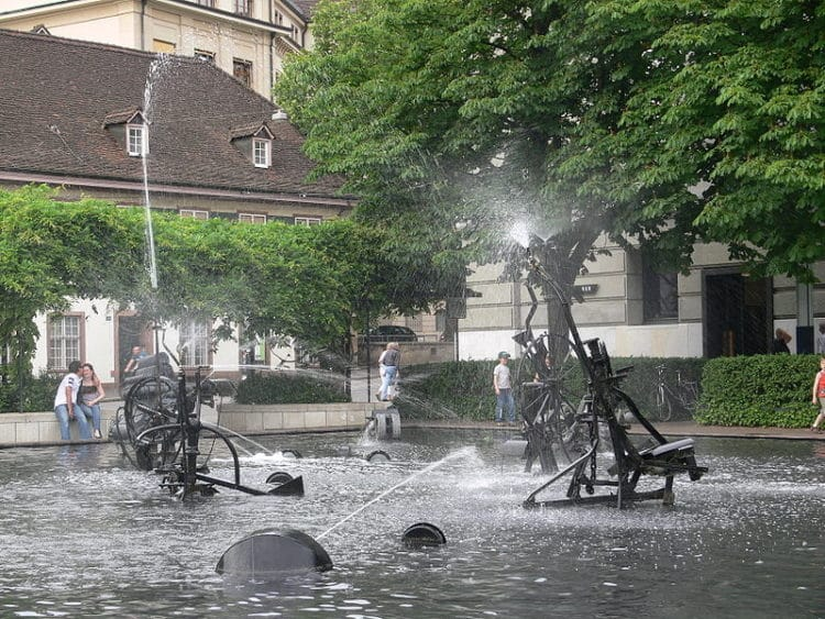 Фонтан Тэнгли - достопримечательности Базеля